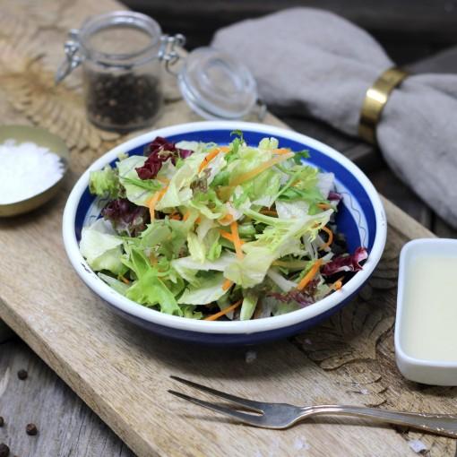 Gemischter Blattsalat mit Karotten