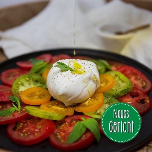 Tomatenraritäten mit Büffelmozzarella, Balsamicocreme und frischem Basilikum