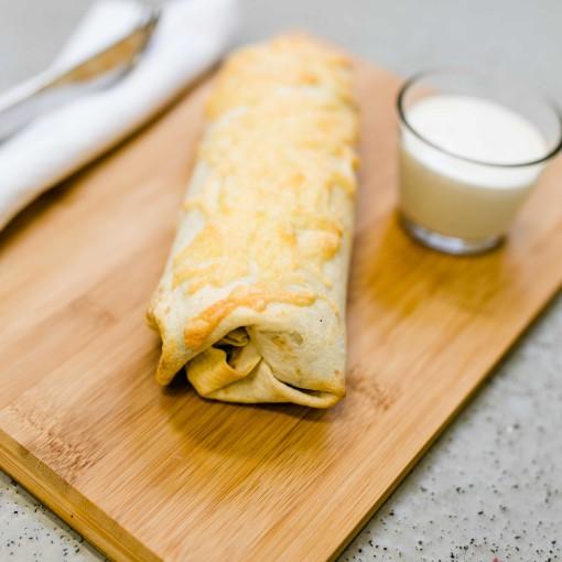 Chicken Burrito dazu ein cremiger Dip