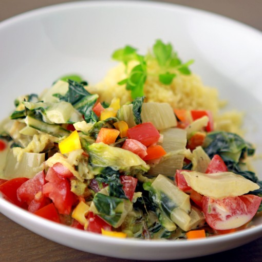 Ragout mit grünem Blatt-Gemüse dazu Couscous