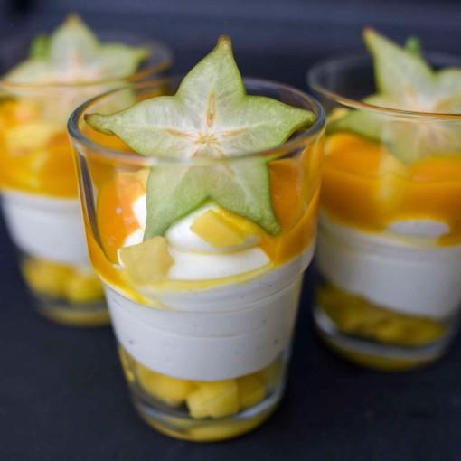 Leichte Joghurt-Topfencreme mit Mangomus
