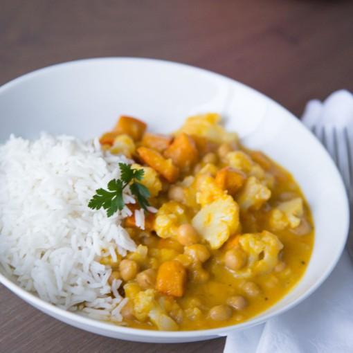 Süßkartoffel-Curry mit Karfiol und Kichererbsen dazu Basmatireis
