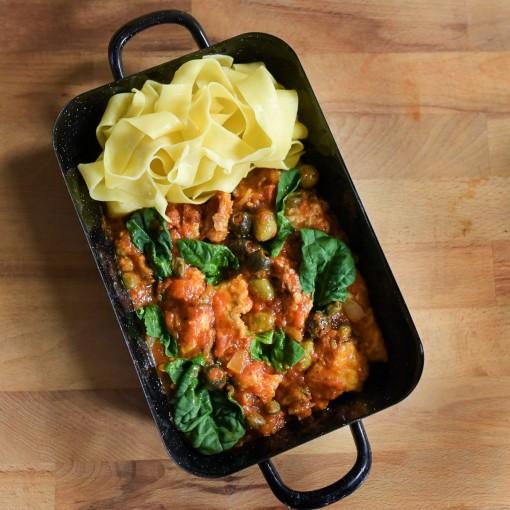 Huhn alla Puttanesca mit Tagliatelle