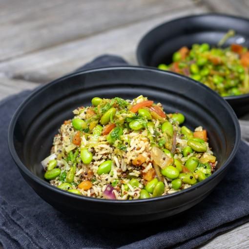 Quinoa Gemüsepfanne mit Natur-Reis, Sojabohnen, Tomatenwürfel, Grünkohl und Lauch