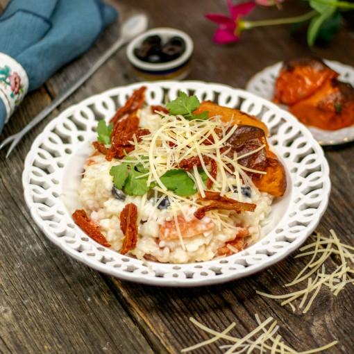 Risotto mit halbgetrockneten Tomaten, Oliven und Parmesan