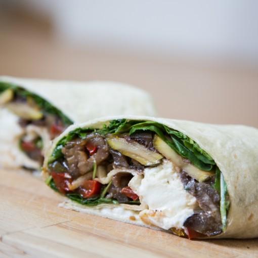 Wrap mit Zucchini, Paprika und Mozzarella