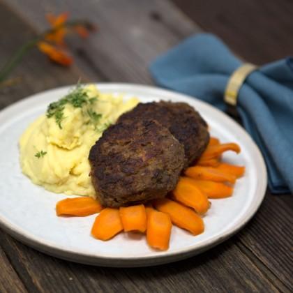 Fleischlaibchen mit Kartoffelpüree und glasierten Karotten