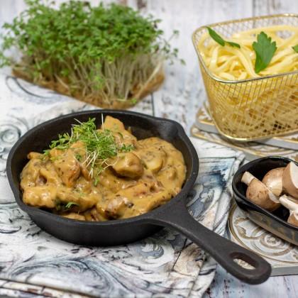 Putengeschnetzeltes mit Pilze, Speck und Linguini