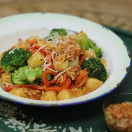 Gnocchi mit Brokkoli und Pesto Rosso