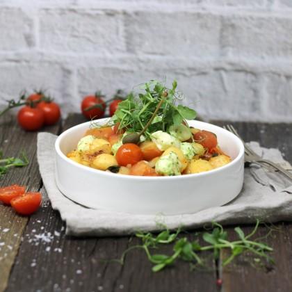Gnocchi alla Mama mit frucnhtigem Tomatenragout und Mini-Mozzarella