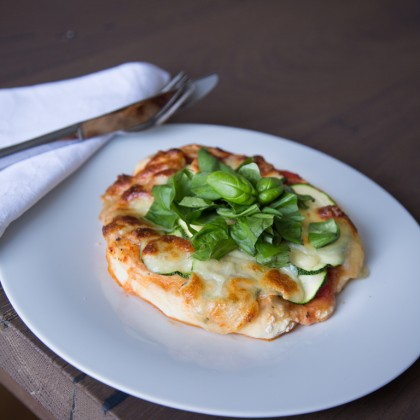 Runde Hermine mit Zucchini und Mozzarella