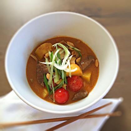 Thai-Curry mit Schweinefilet und Basmatireis