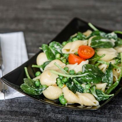 Pasta mit Erbsen und jungem Spinat