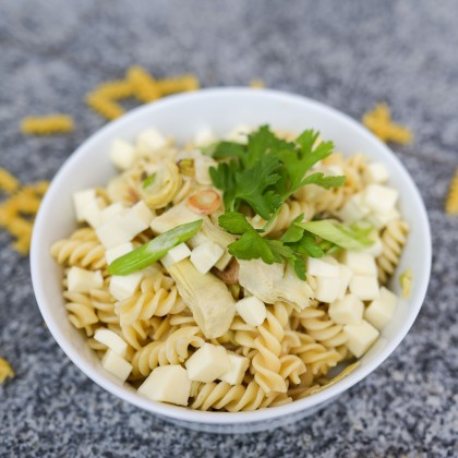 Pasta al Limone mit Minze, Jungzwiebeln und Artischocken