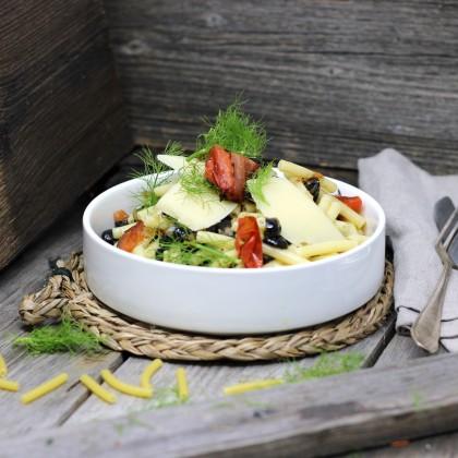 Oliven-Pasta mit Pecorino und Kalamataöl
