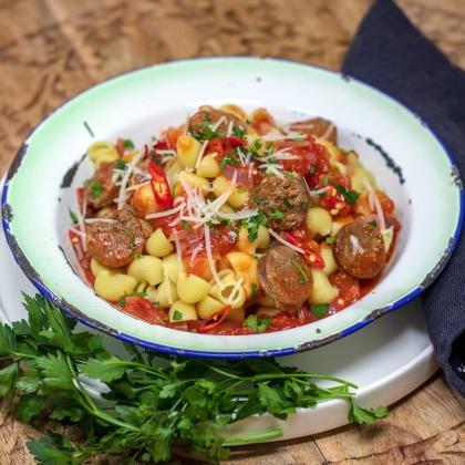 Pasta (Pipette Rigate) mit Tomaten-Salsiccia-Sauce