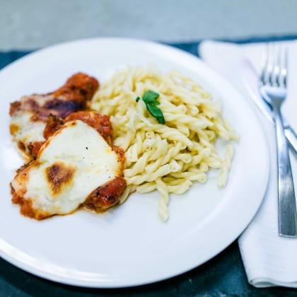 Bio-Pute überbacken dazu Pasta