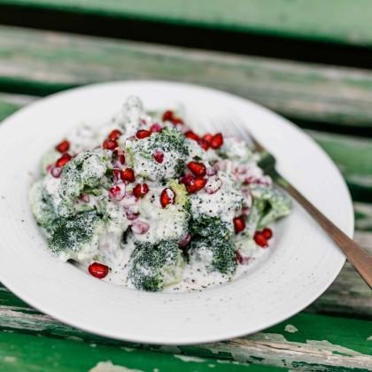Brokkoli-Salat mit Granatapfelkernen