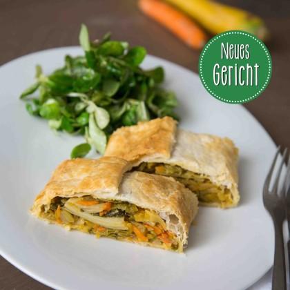 Gemüse-Spinatstrudel mit Dip und Vogerlsalat