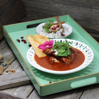 Tandoori Chicken mit Gewürzreis, Pita und Joghurt