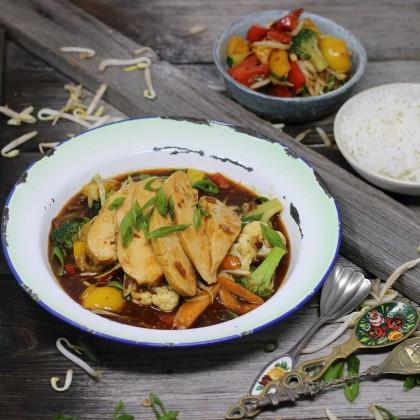 Wok-Gemüse in Soja-Sesamsauce mit Lemon-Hühnchen und Basmatireis