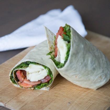 Wrap mit Tomaten und Mozzarella