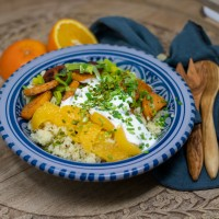 Orangen-Couscous mit Süßkartoffeln und griechischem Joghurt