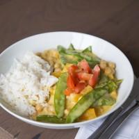 Thai-Curry mit buntem Gemüse und Basmatireis