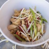 Thai-Curry mit buntem Gemüse, Hühnchen und Basmatireis