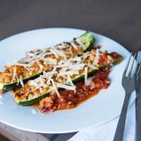 Gefüllte Zucchini-Schiffchen mit Bio-Rindfleisch
