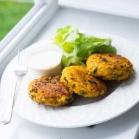 Gemüselaibchen mit Dip und Salat