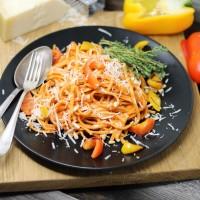 Linguini mit Pesto-Rosso und frischem Parmesan