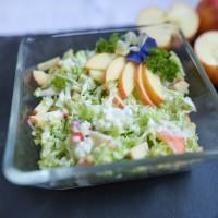 Chinakohl-Apfel Salat mit Sauerrahmdressing