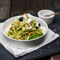 Spaghetti mit Avocadocreme und Feta