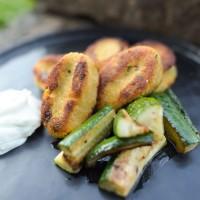 Süßkartoffel-Falafel mit gebratenem Zucchini und Lemon-Dip