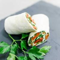 Wrap mit Paprika, Jungzwiebel, Feta und gebratenen Champignons